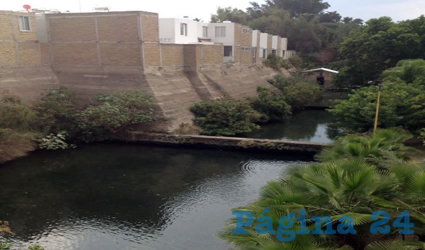 El cuerpo de agua genera casi 4 mil metros cúbicos al año, gran parte de los cuales terminan en el canal de aguas negras de Atemajac