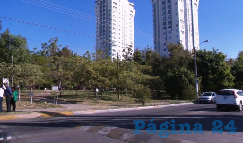 Temen que ocurra lo mismo que ocurrió en otro punto de la colonia, donde las autoridades permitieron que se partiera un parque en dos para dar paso a dos torres departamentales y un centr ocomercial