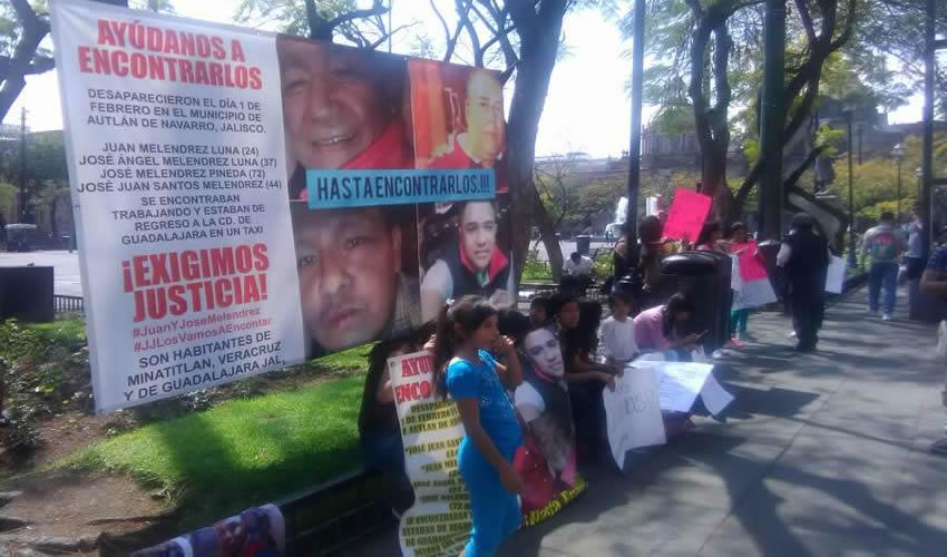 """""""Que nos hagan justicia y que nos digan qué fue lo que pasó, qué hicieron con ellos, a dónde se los llevaron, porque fueron levantados por la policía"""", acusó familiar de los cuatro desaparecidos, quien junto a decenas de personas exigió que se esclarezca el caso/Fotos: Elizabeth Ríos Chavarría"""