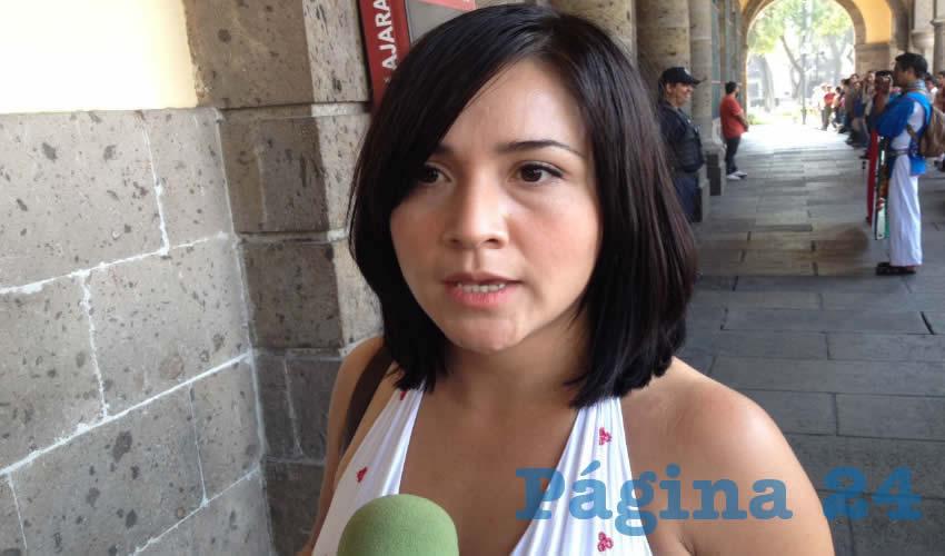 """Kehendra Cortez, dirigente de la organización Artesanos Urbanos de Guadalajara, explicó que """"el país está como está por las acciones de los malos servidores públicos, y creemos que nosotros como pueblo debemos de estar muy al pendiente de ellos y exhibirlos"""", para elegir mejor a quienes gobernarán/Foto: Francisco Tapia"""