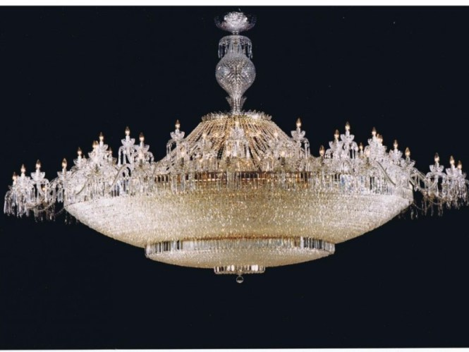 No Blarney Irish Designer Says Mall S Chandelier Is Authentic Waterford Crystal
