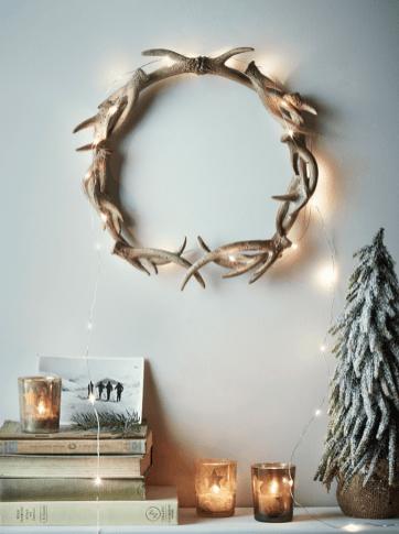 Corona illuminata da parete natalizia