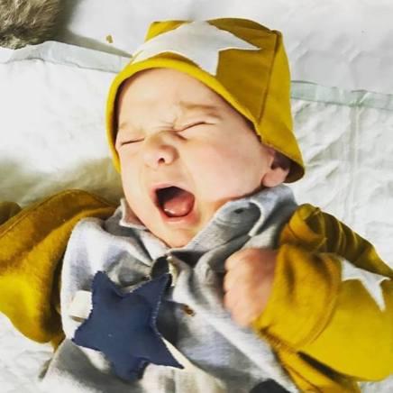 Duepuntispazio propone abbigliamento per bimbi da 0 a 24 mesi dalle linee pulite, 100% artigianale e made in Italy.