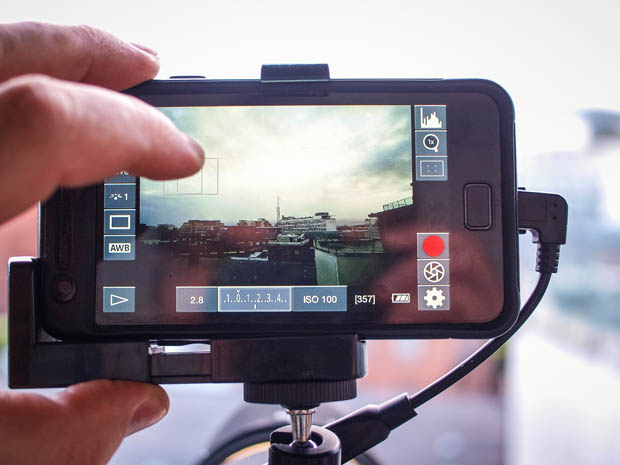 Give Your DSLR a Brain by Connecting an Android Phone phonemounted 8 copy