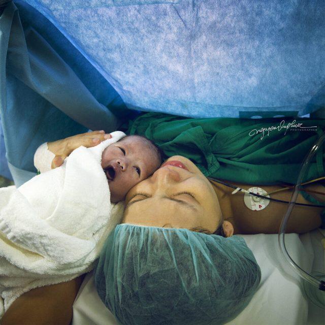 21. Nguyen-vu-Phuoc - tudu_Wife and newborn daughter