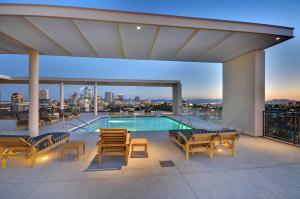 Unbelievable Pool Views