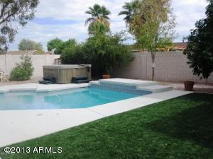 SYNTHETIC GRASSY LAWN, SALT WATER SOLAR HEATED POOL, PRIVATE SPA!