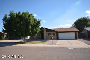 Great Tempe location with pool and garage