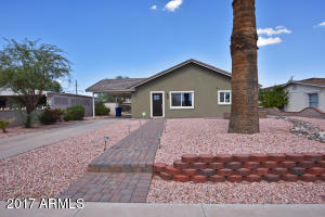 Desert landscaping with paver sidewalk & front patio