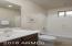 Guest 1 en suite bath