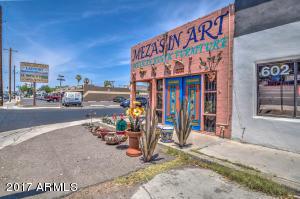 2825 N 24TH Street, Phoenix, AZ 85008