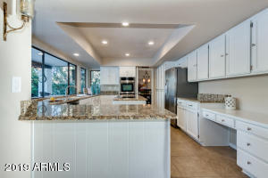 Fresh white kitchen w/ stainless appliances