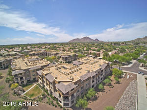 Corriente Community Ultra convenient location in mid town Scottsdale with golf, parks, paths, restaurants, Camelback & Mummy Mtn views!!