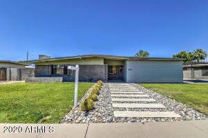 3746 E LAUREL Lane, Phoenix, AZ 85028