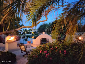Spend evenings enjoying the outdoors with dramatic fire bowls and gorgeous views of the lake!