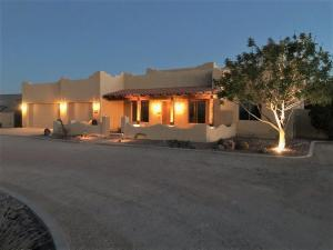 757 W SILVERDALE Road, San Tan Valley, AZ 85143