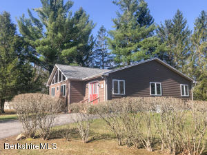 12 White Birch Ln, Hinsdale, MA 01235