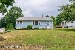 39 Hopewell Dr, Pittsfield, MA 01201
