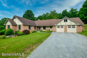 1685 Green River Rd, Williamstown, MA 01267