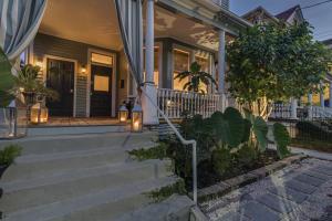 125 Fishburne Street, Charleston, SC 29403