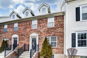 Welcome to 1122 Green Knoll Drive, Westerville, OH 43081, located in the Traditions at Polaris.