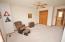 Neutral paint & carpeting