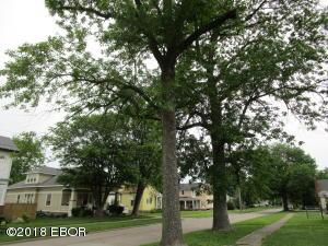 302 E 2nd Street, Flora, IL 62839