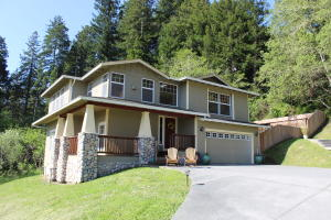 Lovely Craftsman style modern home with panoramic views