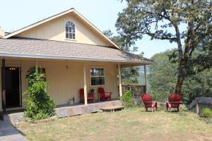 207 Chezem Road, Redwood Valley, CA 95525