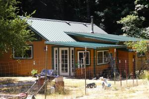 200 Harris Creek Road, Whitethorn, CA 95589