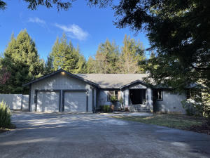 2894 Pigeon Point Road, Eureka, CA 95503