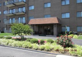 3030 Breckenridge Ln, Louisville, Kentucky 40220, 2 Bedrooms Bedrooms, 6 Rooms Rooms,2 BathroomsBathrooms,Residential,For Sale,Breckenridge,516,1452622