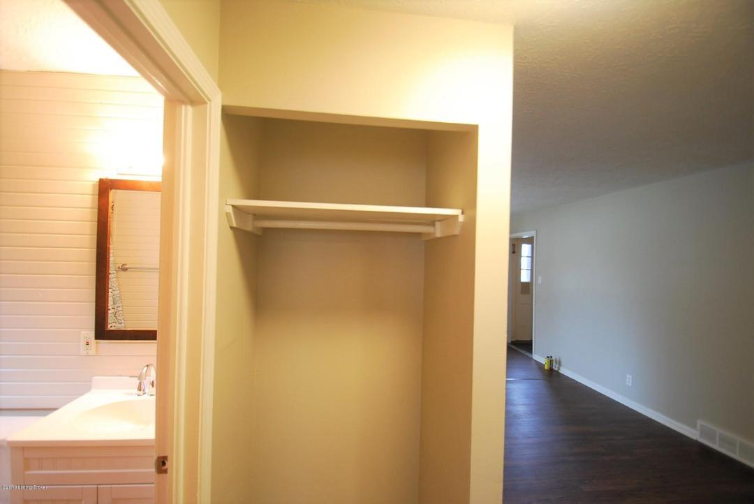 3700 Noblitt Dr, Louisville, Kentucky 40218, 2 Bedrooms Bedrooms, 5 Rooms Rooms,1 BathroomBathrooms,Rental,For Rent,Noblitt,1520092