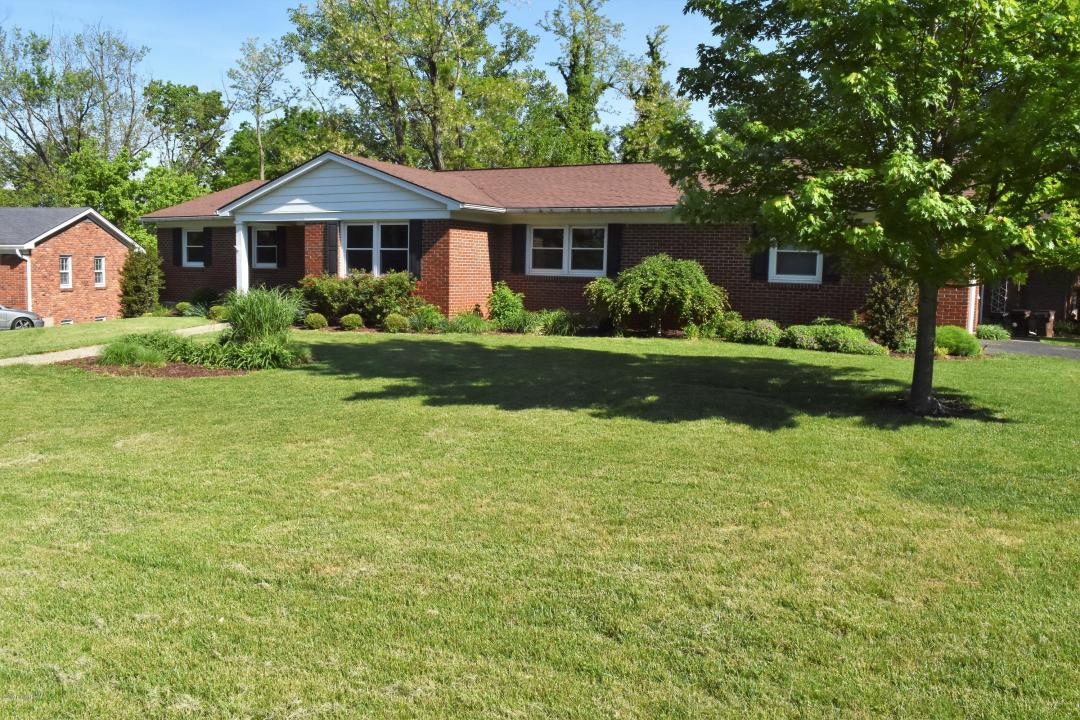 9605 Somerford Ct, Louisville, Kentucky 40242, 3 Bedrooms Bedrooms, 8 Rooms Rooms,3 BathroomsBathrooms,Residential,For Sale,Somerford,1531889