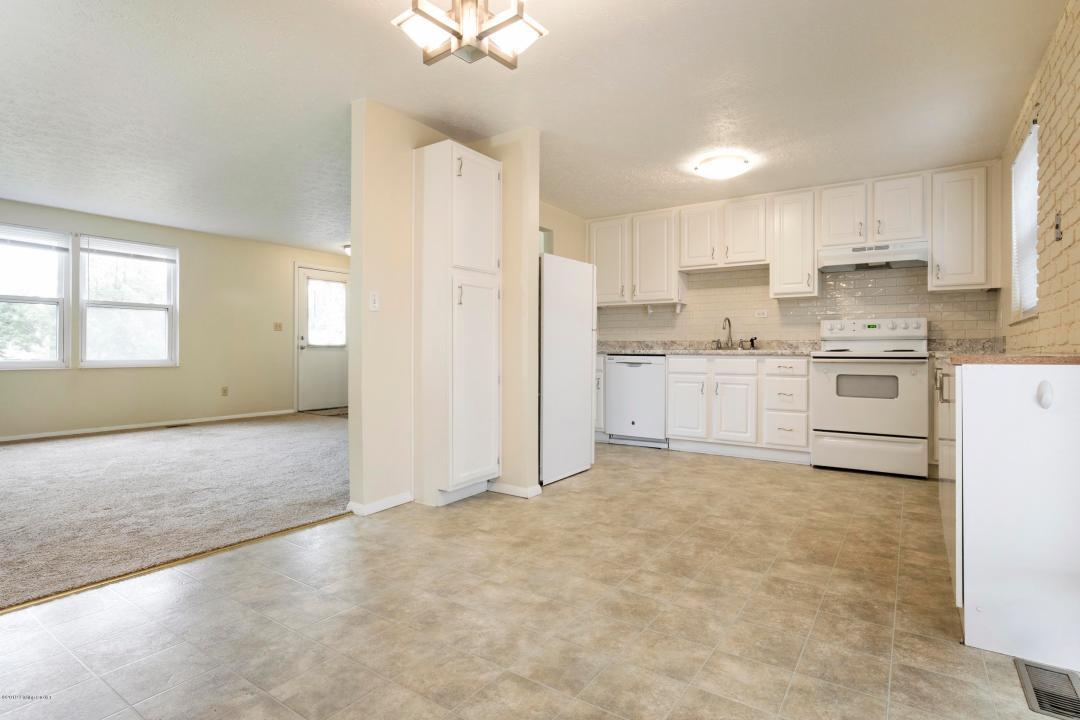 8206 Sealston Dr, Louisville, Kentucky 40228, 3 Bedrooms Bedrooms, 7 Rooms Rooms,2 BathroomsBathrooms,Residential,For Sale,Sealston,1531960
