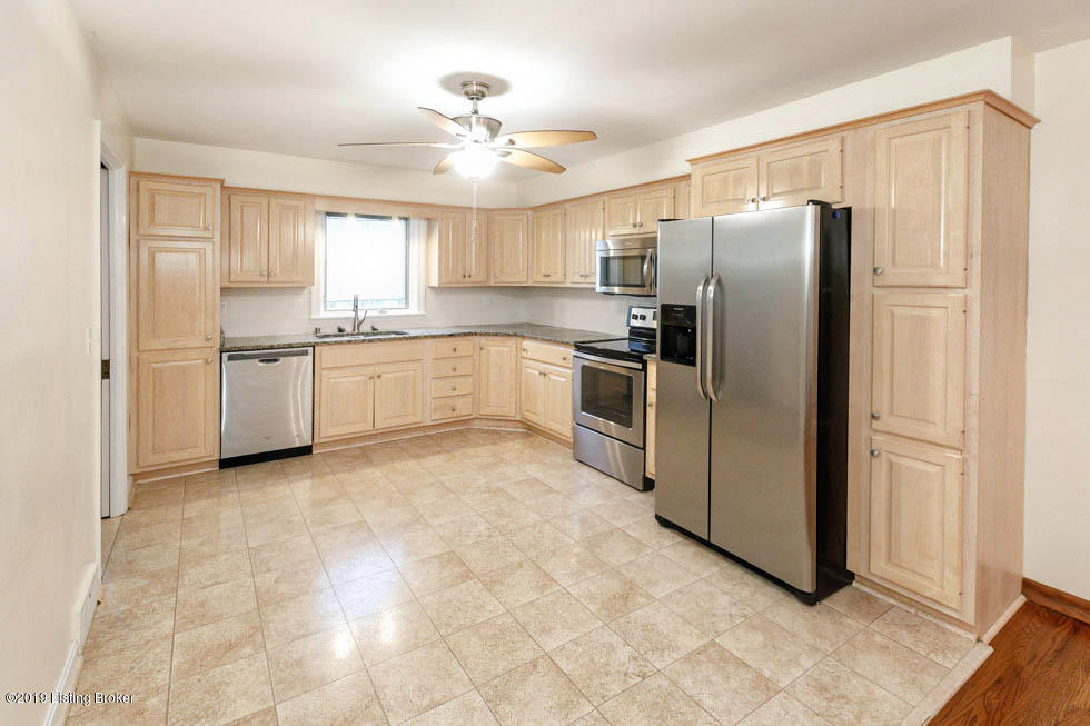 129 Watterson Trail, Louisville, Kentucky 40243, 3 Bedrooms Bedrooms, 12 Rooms Rooms,4 BathroomsBathrooms,Residential,For Sale,Watterson,1532100