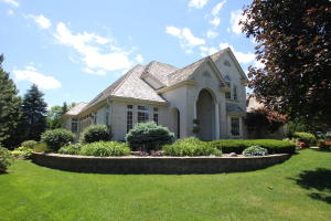 Property for sale at 803 N Evergreen Cir, Hartland,  WI 53029