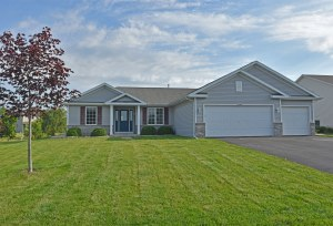Property for sale at W1440 Valley View Ct, Ixonia,  WI 53036