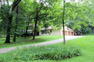 Property for sale at 746 Garrison Ct, Delafield,  WI 53018