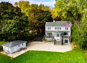 Property for sale at 247 Woodland Ln, Oconomowoc,  WI 53066