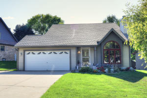 Property for sale at 1025 Eton Ct, Hartland,  WI 53029