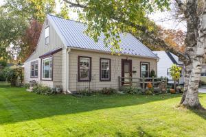 Property for sale at 813 N Oakwood Ave, Oconomowoc,  WI 53066