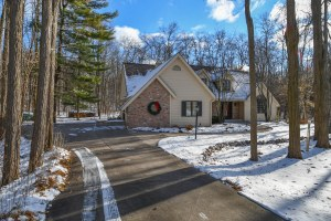 Property for sale at 598 Garrison Ct, Delafield,  WI 53018