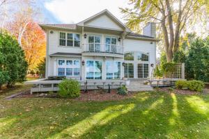 Property for sale at W384N6049 Nokoma Dr, Oconomowoc,  WI 53066