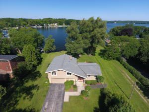 Property for sale at W283N2283 Beach Park Cir, Pewaukee,  WI 53072
