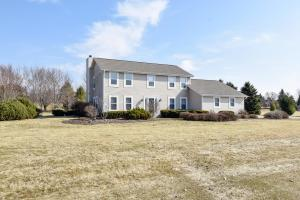 Property for sale at W302N6626 Lillian Dr, Hartland,  WI 53029