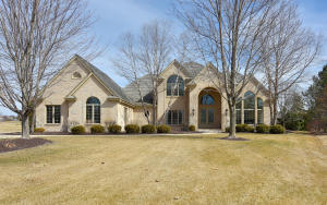 Property for sale at 1702 E Cedar Bnd, Hartland,  WI 53029