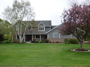 Property for sale at 115 N Meadowside Ct, Summit,  WI 53066