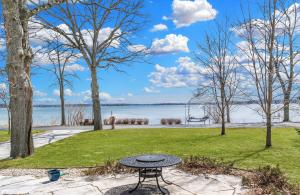 Property for sale at 518 Lac La Belle Dr, Oconomowoc,  WI 53066