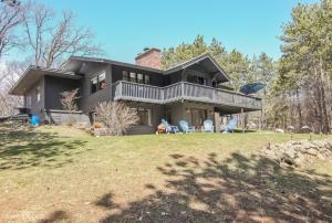 Property for sale at S35W33275 Honeysuckle Ct, Dousman,  WI 53118